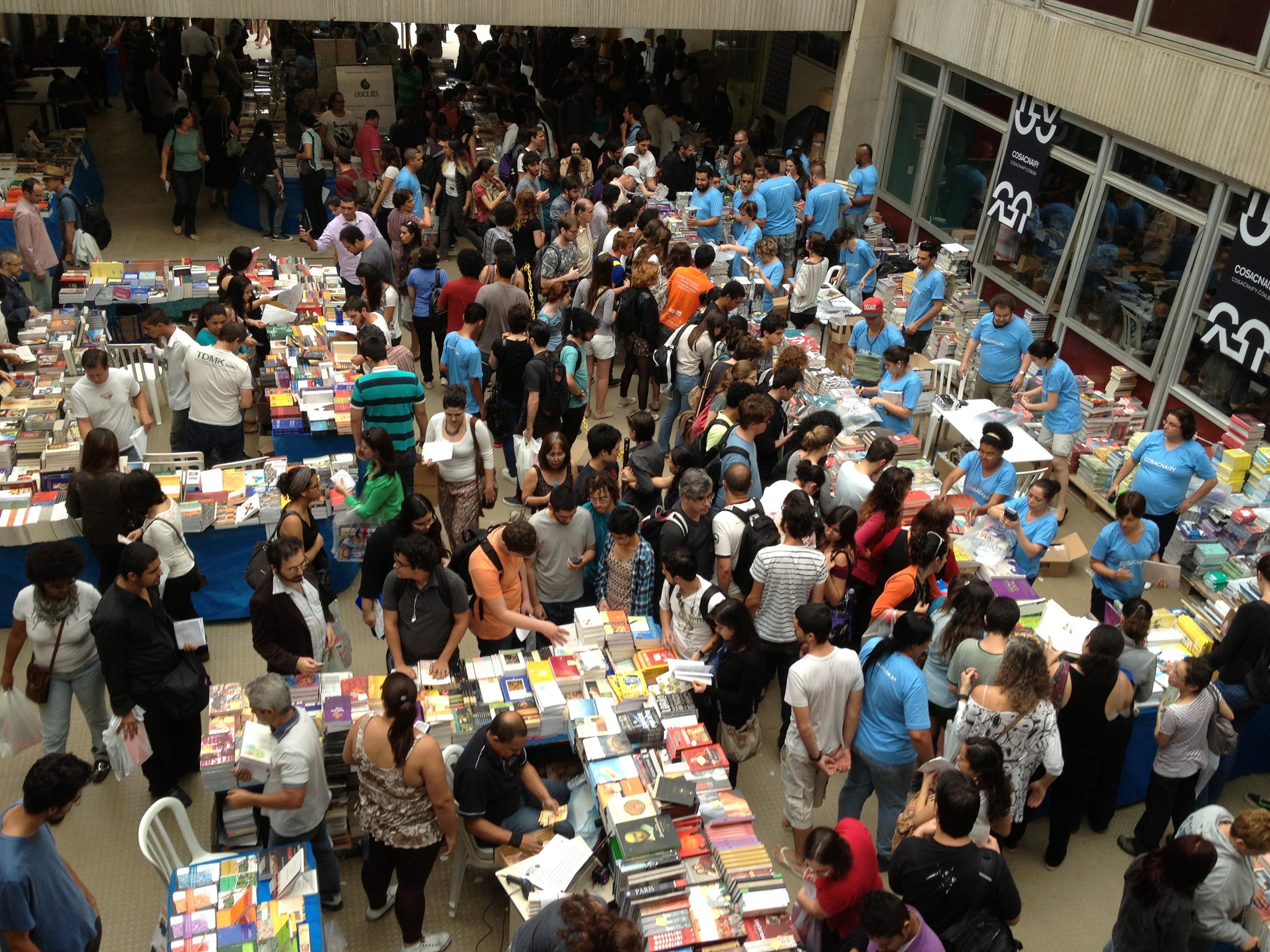 Festa do Livro da USP leitores
