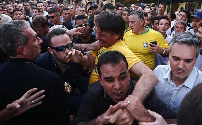 atentado a bolsonaro - multidao
